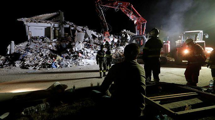 İtalya deprem bölgesinde olağanüstü hal ilan etti