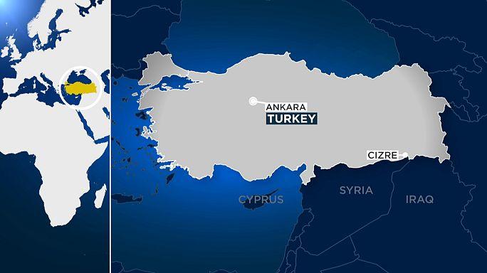 Cizre'de polise bombalı araçla saldırı: 11 şehit, 78 yaralı