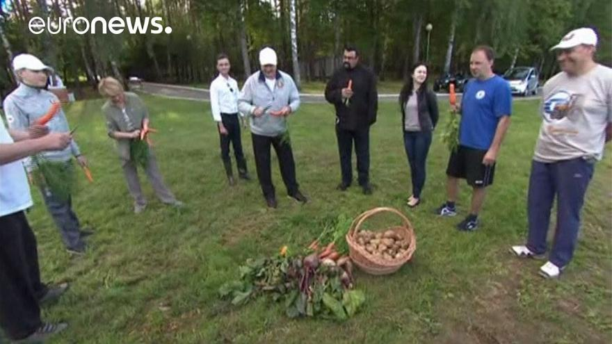 Belarussian president offers carrots to a famous visitor