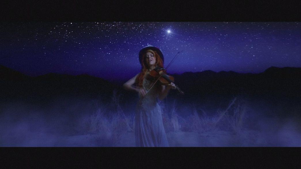 La violinista Lindsey Stirling al suo terzo album: la musica oltre il dolore