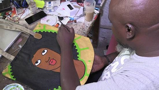 Kenya: Michael Soi made an exhibition on the women in his life [no comment]