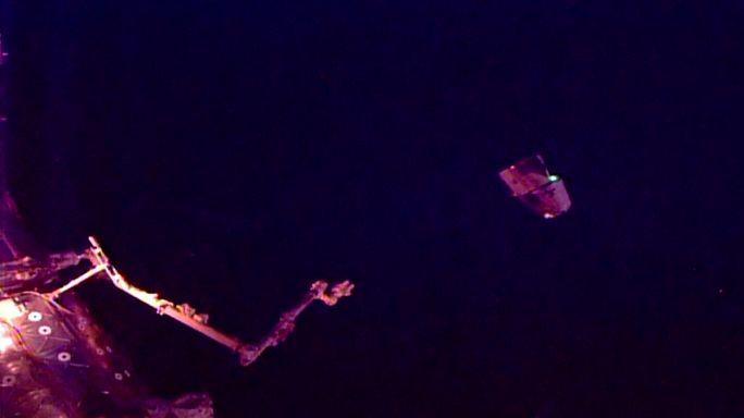 """لمركبة الفضائية """"سبَيْسْ إيكس دْراغون"""" تُغادر المحطة الفضائية الدولية"""