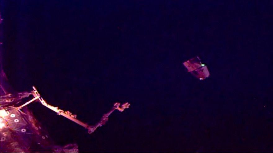 La cápsula Dragon regresa a la Tierra tras la instalación de un atracadero en la EEI para naves privadas