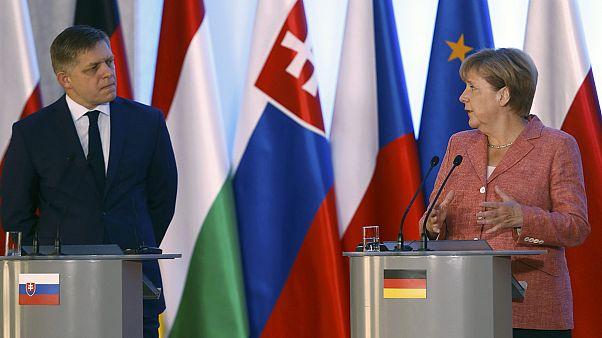 Angela Merkel fait une étape diplomatique délicate en Pologne