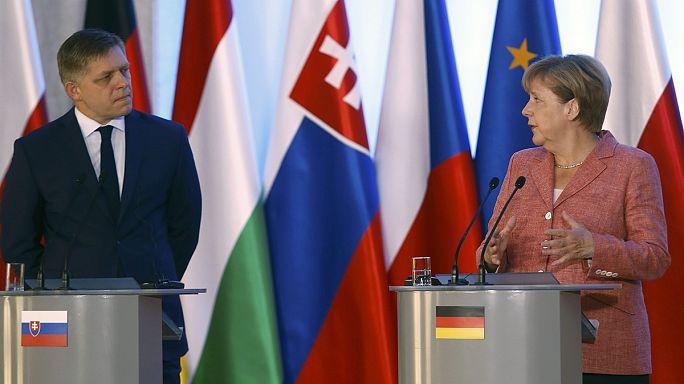 Orbán közös uniós hadsereget javasolt Merkelnek a V4-találkozón