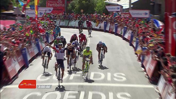 Vuelta a Espana: Van Genechten clinches Stage 7 as Contador suffers crash