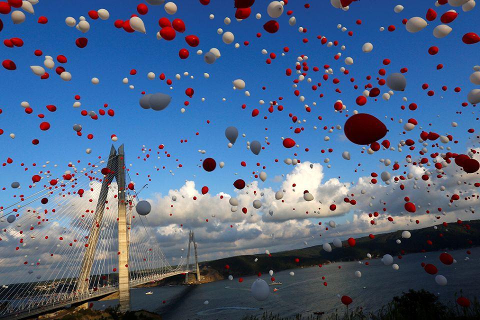 Turkey opens world's biggest suspension bridge in Istanbul