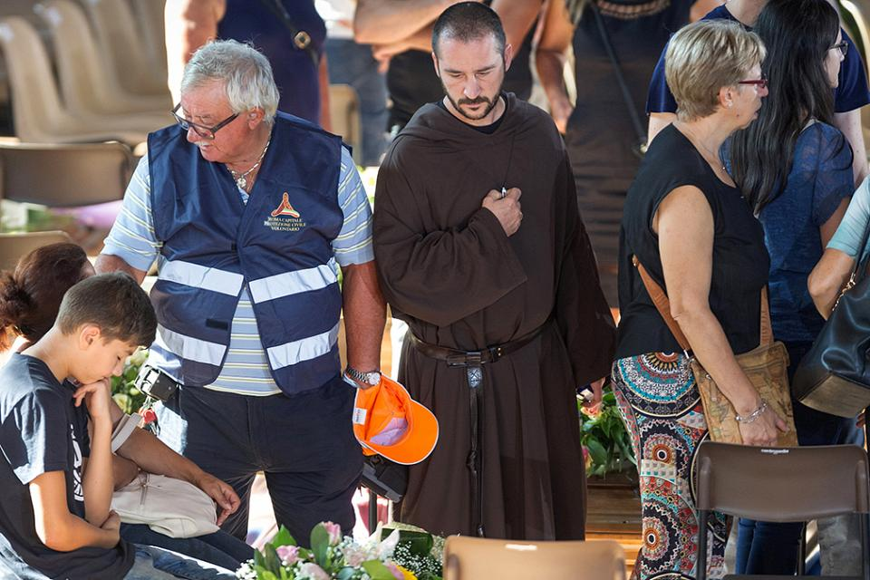 Italy holds state funeral for victims of earthquake