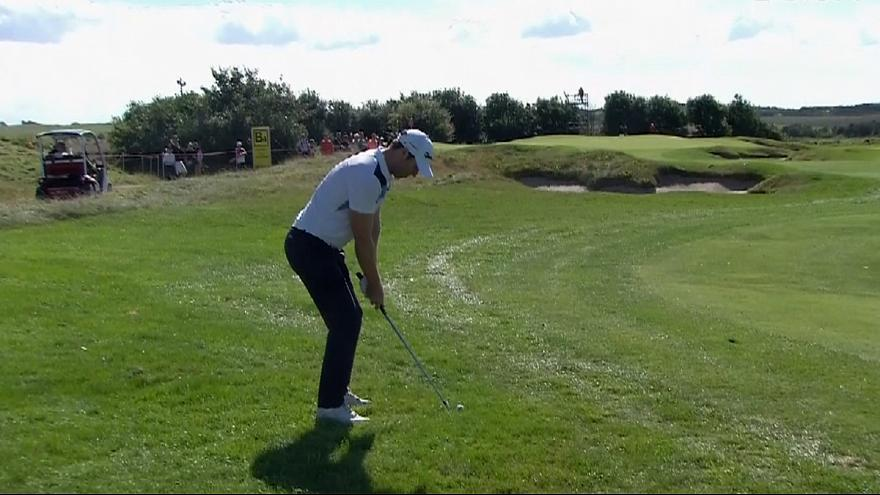 Golf, Made in Denmark: Dredge in testa a un giro dal termine