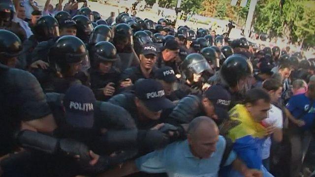 Könnygázzal oszlatott a rendőrség a moldovai fővárosban