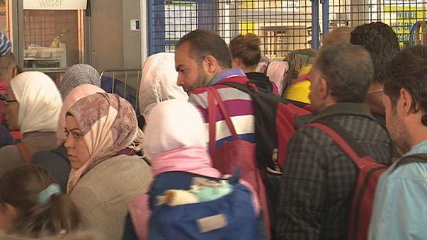 300 ezer menekült érkezhet idén Németországba