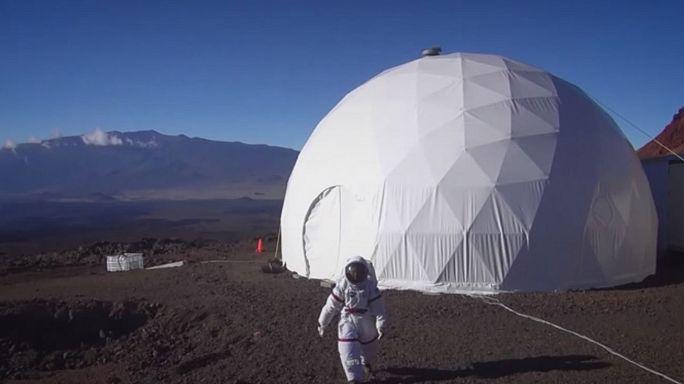 انتهاء تجربة استمرت عاما لمحاكاة الحياة على المريخ