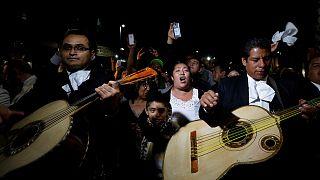 الموت يغيب المغني المكسيكي المعروف خوان غابرييل