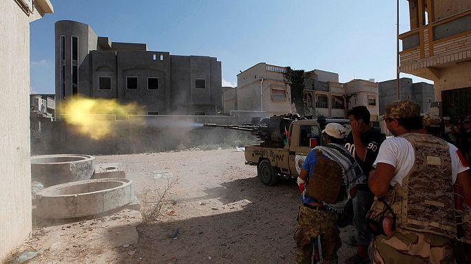 Egyre nő a líbiai hadsereg veszteséglistája Szirt ostromában