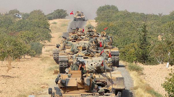 """Dışişleri Bakanı Çavuşoğlu: """"YPG Fırat'ın doğusuna geçmezse hedef olacak"""""""