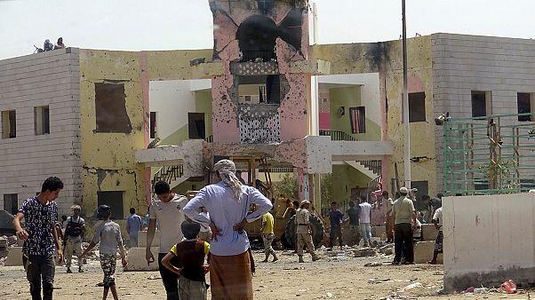 Jemen: Dutzende Tote und Verletzte nach IS-Selbstmordanschlag