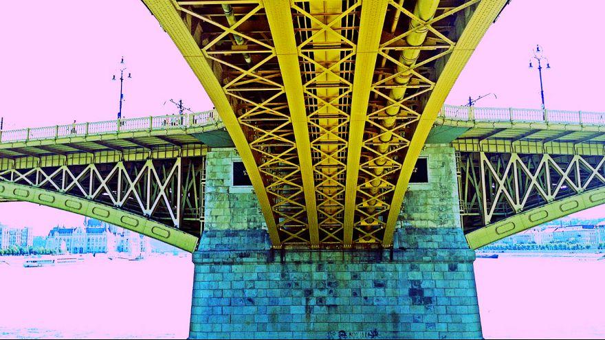 Mit keresett két férfi a Margit híd belsejében?