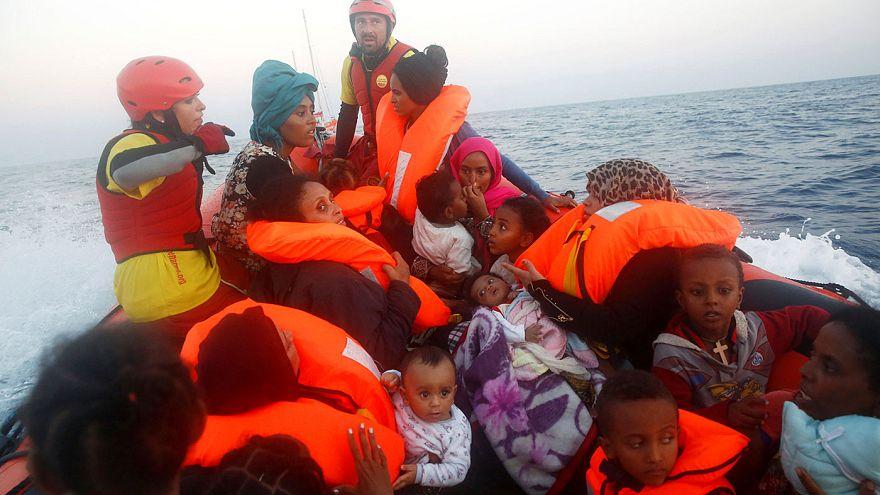 Guardia Costiera e Ong salvano 6.500 migranti nel Mediterraneo in un giorno
