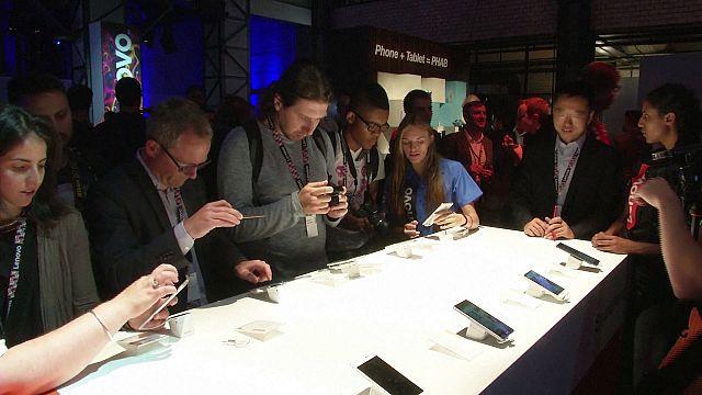 """مفاجآت جديدة في مجال الهواتف الذكية في معرض """"إيفا"""" 2016"""