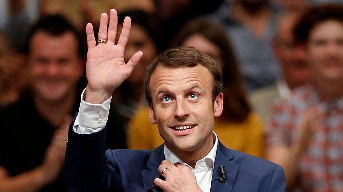 Fransa Ekonomi Bakanı Macron istifa etti