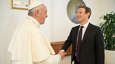 Lutte contre la pauvreté : le pape veut collaborer avec le patron de Facebook
