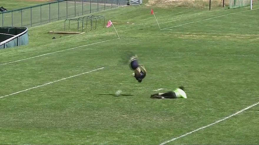 US-Nachwuchsfußballer mit Salto-Treffer