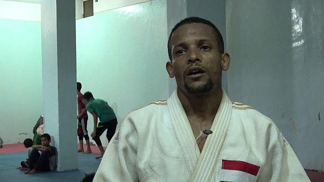 اليمن: لاعب الجودو هشام الحليبي يحاول شق ظلام الحرب بنور الرياضة
