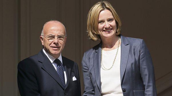 گفتگوی وزیران کشور بریتانیا و فرانسه درباره بحران پناهجویان در کاله