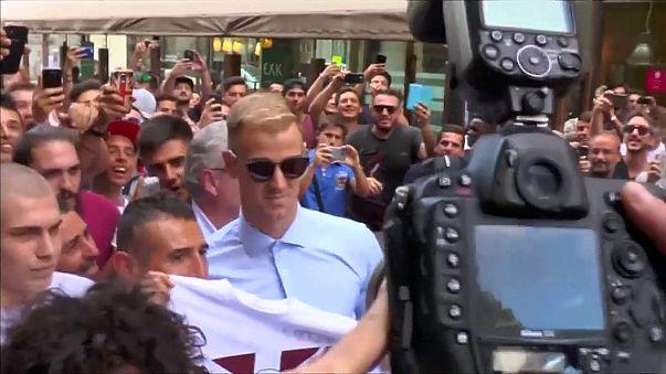 Calcio: tifosi in delirio per l'arrivo di Joe Hart a Torino