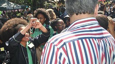 Afrique du Sud : polémique sur le code de conduite d'un lycée jugé raciste