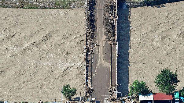 Hawaiit hurrikán fenyegeti, Japánban már gyilkolt a tájfun