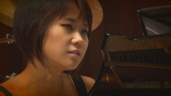 یوجا وانگ برای کنسرت تمرین می کند