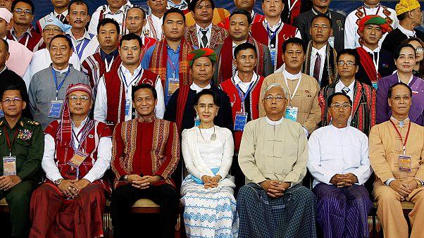Myanmar busca la paz en una conferencia histórica impulsada por Suu Kyi