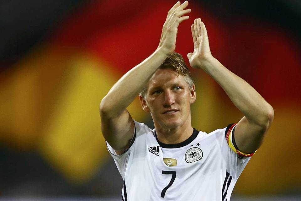 Tearful Schweinsteiger plays final game for Germany