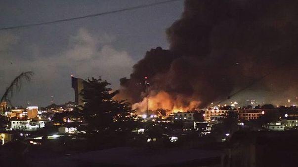 Gabon'da muhalifler parlamento binasını ateşe verdi