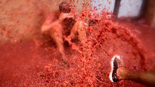 Ισπανία: Κοκκίνησε ο τόπος στο φεστιβάλ «La Tomatina»