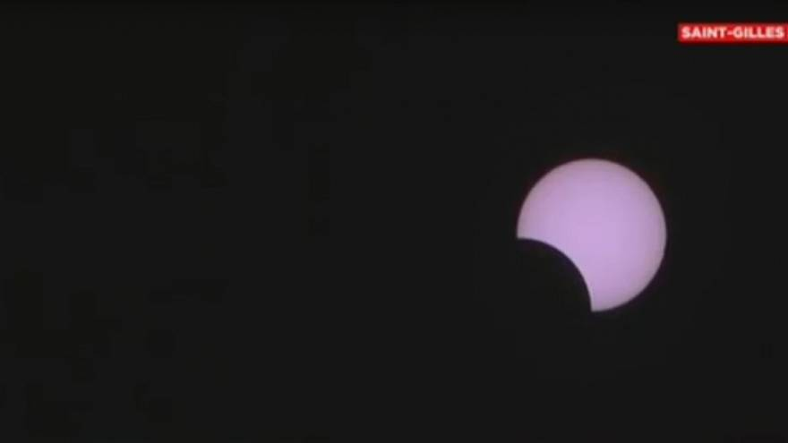 Reunion Island: thousands witness partial eclipse of the sun