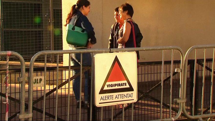 Szigorú biztonsági intézkedések mellett kezdődött a francia tanév