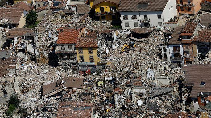 Италия. Геологи говорят о предупреждении землетрясений, власти - о качестве строительства