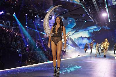 Adriana Lima got emotional on the runway as she said good-bye to her time as a Victoria\'s Secret Angel.