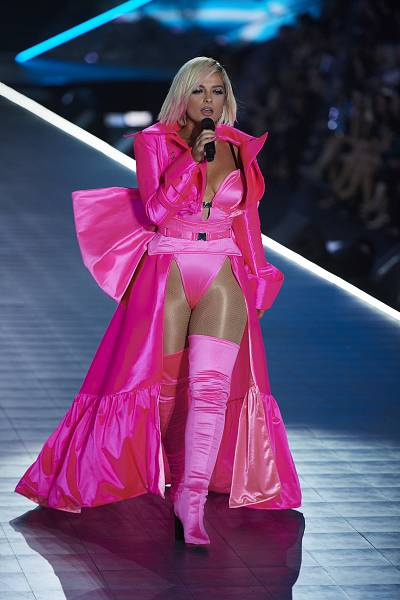 Bebe Rexha wears an pink from head-to-toe to perform at the fashion show.
