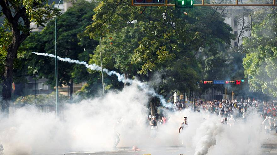 Hatalmas tömegtüntetést szervezett a venezuelai ellenzék