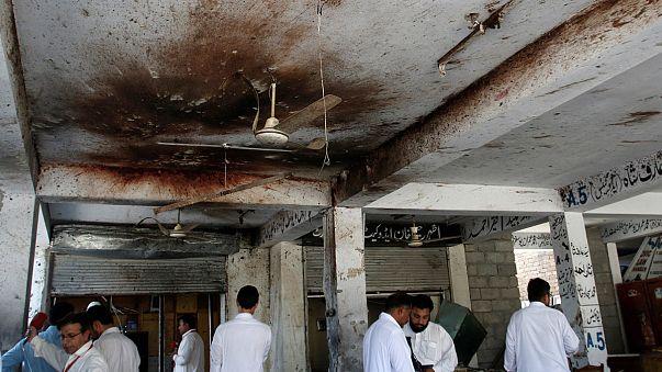 Pakistan'da adliye binasına bombalı saldırı: En az 12 ölü