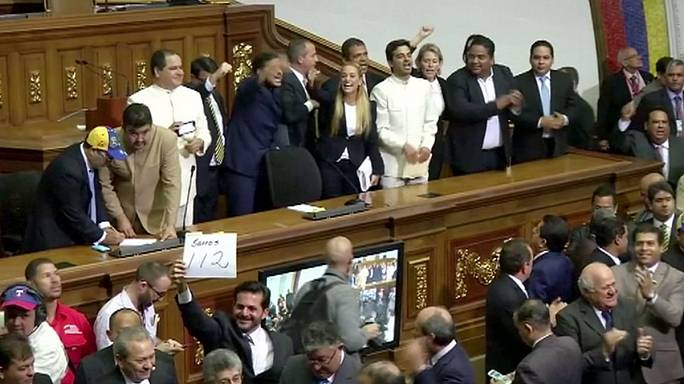 Venezuela'da muhalefet Maduro'yu referandumla düşürmek istiyor