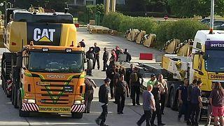 """Bélgica: Caterpillar """"arrasa"""" fábrica e 2.200 empregos em Charleroi"""