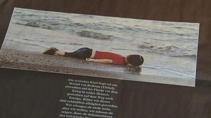 Tüntetés a kísérő nélkül kallódó menekülő gyermekek ezreiért