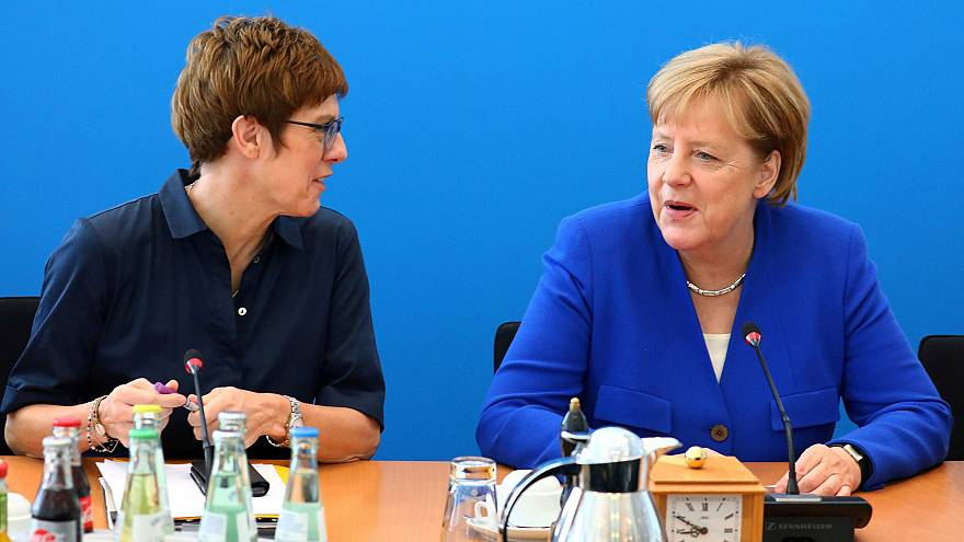 Image: Annegret Kramp-Karrenbauer and Angela Merkel