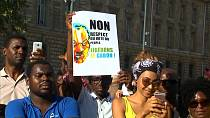 Gabon nationals in Paris protest against the results of the August 27 presidential elections [no comment]