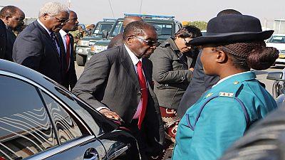 Zimbabwe : Robert Mugabe se moque des rumeurs sur son décès