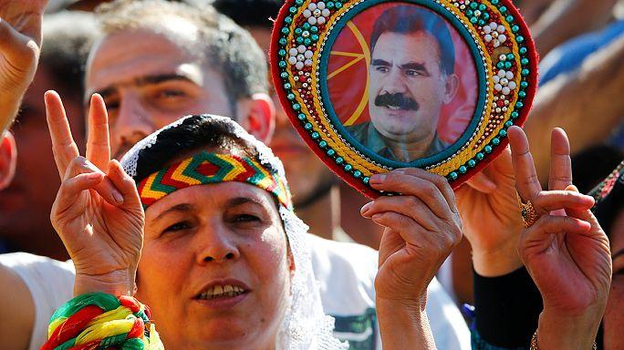 Kürt gruplar Almanya'da PKK bayraklarıyla gösteri düzenledi